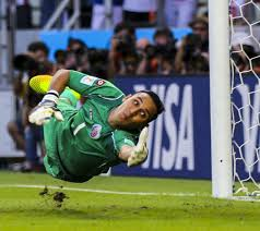 A flying Keylor Navas